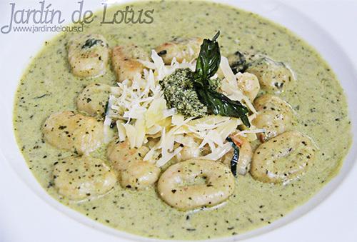 38% Almuerzo para 2 ó 4 en Jardín de Lotus Providencia