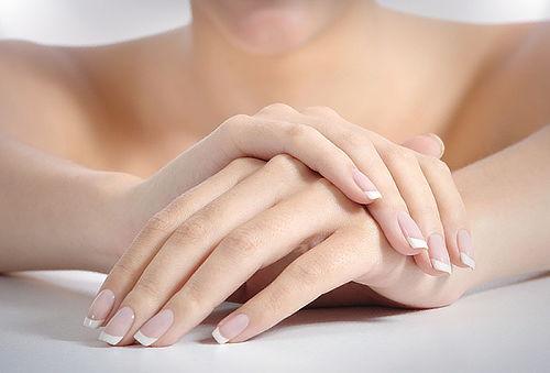 Limpieza Facial + Perfilado de Cejas + Manicure