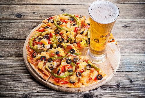 37% Para 2! Pizza Napolitana o Española + 2 Tragos