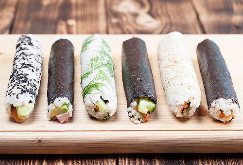 2 Hand Roll con 3 Ingredientes, en Sushi Sama Providencia