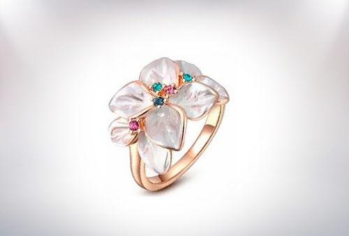 Exclusivo! Anillo Flores Bañado en Oro con Cristales