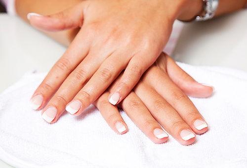 Manicure + Esmaltado Permanente + Baño de Parafina