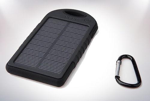 50% Cargador Solar Verde de 5000 mha.