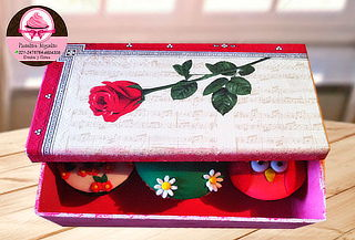 Caja de Madera Decorada con 3 Cupcakes
