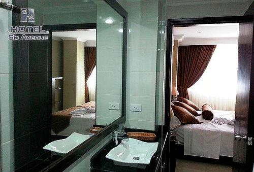 Alojamiento  + Desayuno en Hotel Six Avenue