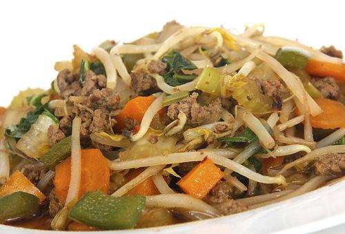 TAKE A WOK: Chop Suey + Rollo Sushi + Bebida 35%