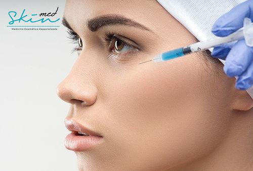 Aplicación de Ácido Hialurónico y Más en Skin Med Surco