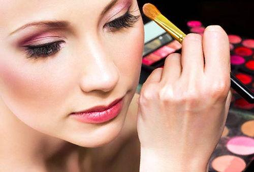 ¡Lista para la Fiesta! Maquillaje + Planchado + Manicure