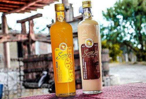 2 Botellas de Maracuyá Sour, Algarrobina o Pisco Sour