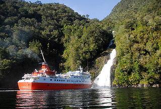 P. Varas y Fiordos en M.N. Skorpios: aéreo, hotel y más