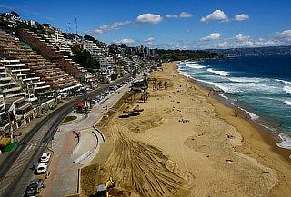 Costa Reñaca: 2 Noches para 2, Desayuno y Piscina Temperada
