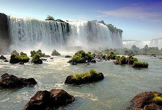 Cataratas de Iguazú 12 de Agosto: ¡aéreo, hotel y más!