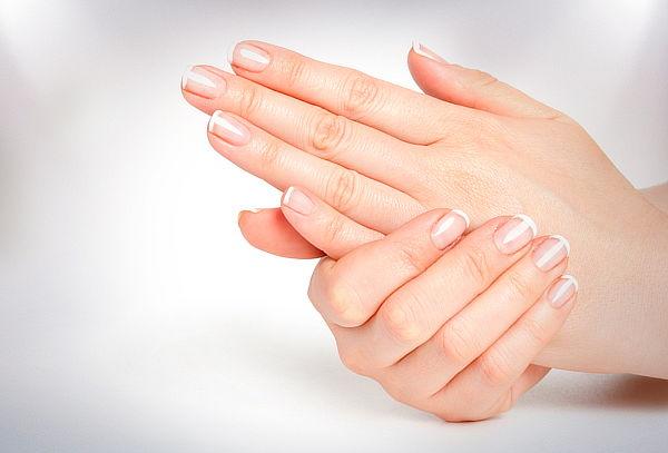 Manicure Completa + Exfoliación + Hidratación de Manos