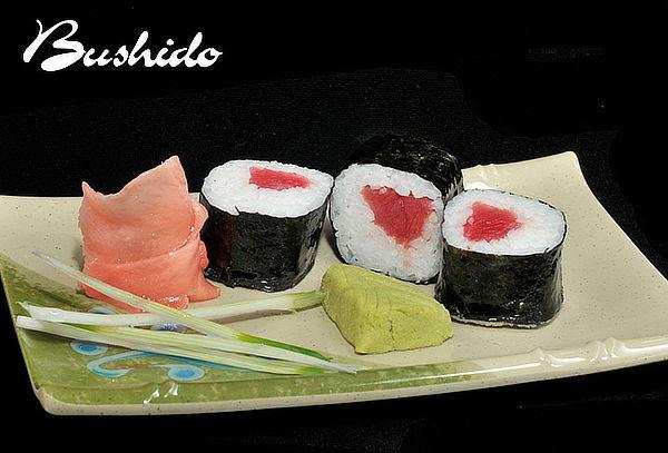 Sushi Bushido: 2 Rolls Nikkei + 1 Tempura + 2 Bebidas
