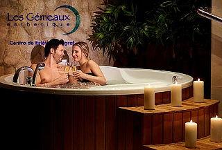 Velada Romántica para 2 con Hot Tub y más en Les Gemeaux