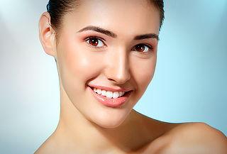 Plasma rico en plaquetas en rostro, cuello, escote y manos