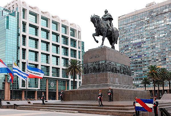 Recorre Buenos Aires y Montevideo: Aéreo, Hotel, Tour y más
