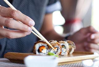 30 piezas de sushi + 10 bokkados Peñalolen