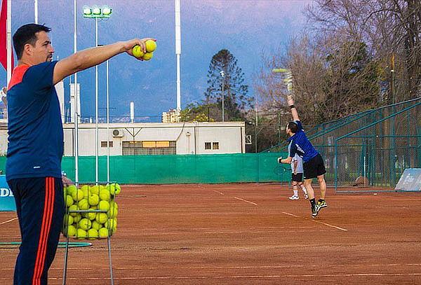 4 u 8 clases grupales de Tenis para 1 o 2 personas