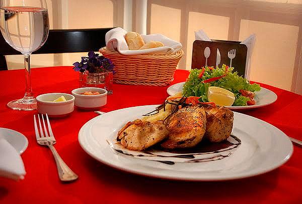 Ovi Cafetería de Oporto Hotel: Cena o Almuerzo