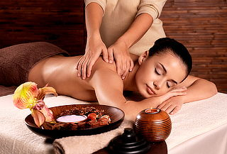 Masaje de relajación en espalda y brazos o cuerpo completo