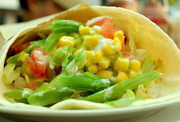 Elige 4 Tacos o 4 Quesadillas + 4 bebestibles a elección!