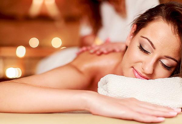 Masaje de relajación en espalda, brazos y cuello
