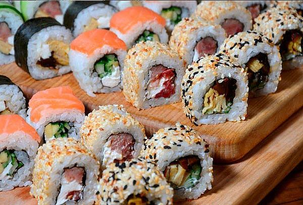 Sakebi  Sushi 60 piezas mixtas