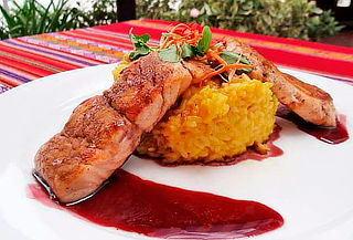El Gran Huascarán: Almuerzo o Cena Peruana para 2
