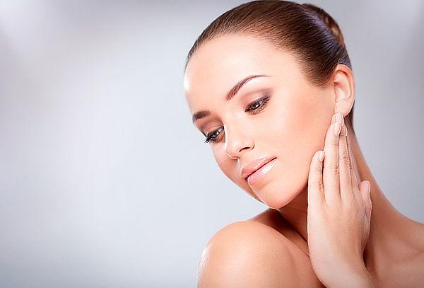 Limpieza facial con microdermoabrasion mas velo de colágeno.