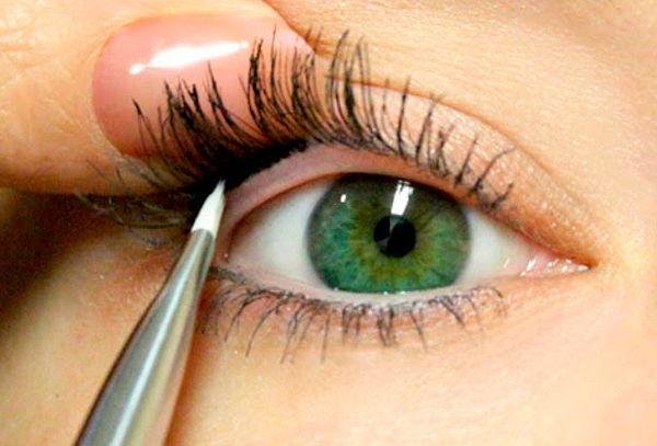 Delineado de ojos semi permanente con micropigmentación