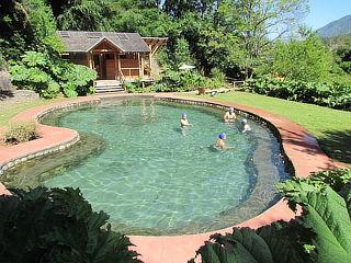 Termas Menetúe: 1 o 2 entradas para adultos en piscinas