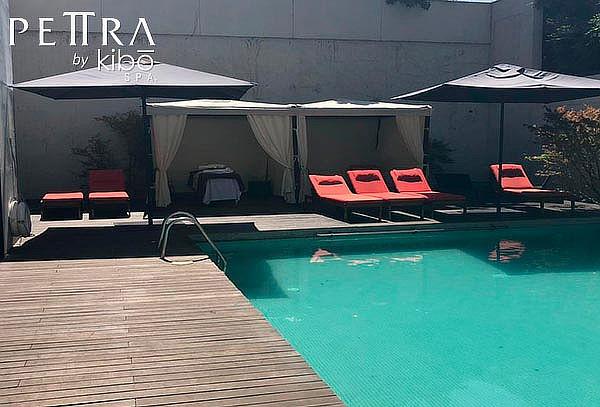 Masaje al aire libre en carpa, Petra Spa en Radisson