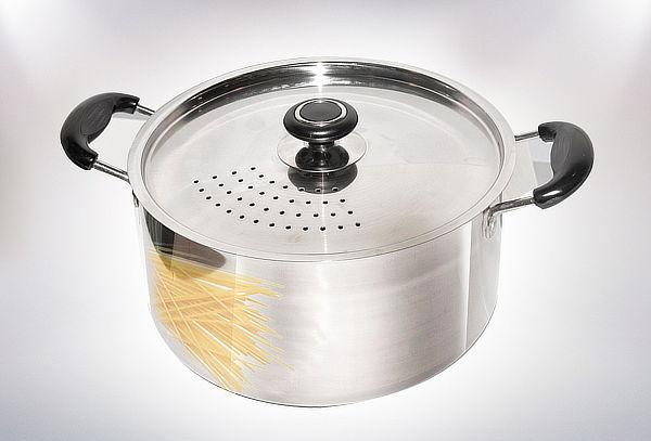 Olla para Spaghetti 6 litros, con colador incluido