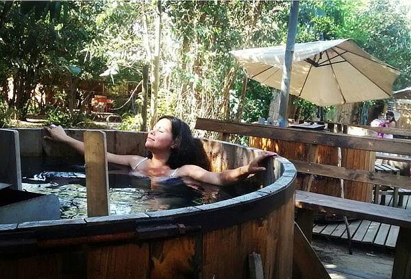 Día de Spa para 2 en Tinaja de Madera, Masaje y Más