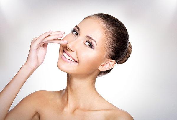 Limpieza facial premium en Clínica Nápoles