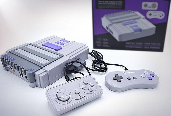 Consola de Videojuegos RetroN 2 + 2 Controles, Hyperkin