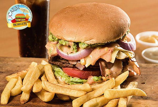2 Hamburguesas con papas fritas, opción a 2 bebidas + postre