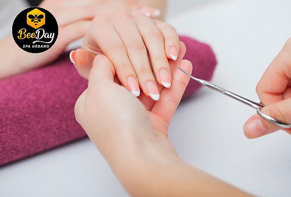 Manicure Permanente y Spa de Manos Completa en Beeday Spa