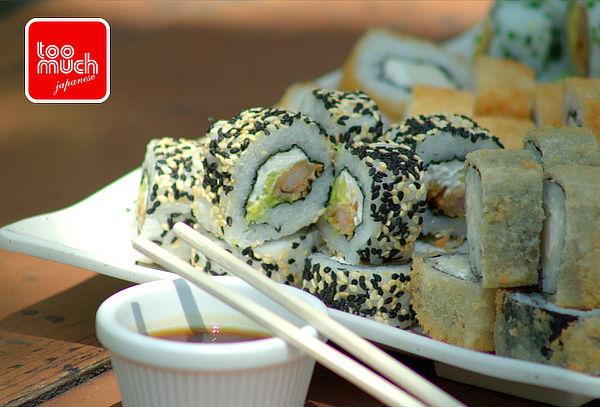 ¡Escoge tu tabla! 50 piezas de sushi + 2 salsas + aperitivo