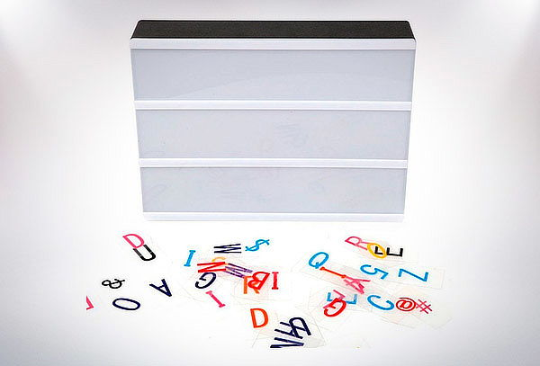 Caja de Luz Decorativa con letras de colores