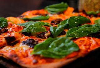 Come toda la pizza que quieras en Taberna PizzaxMetro