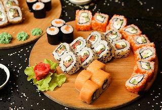 ¡Disfruta! 50 Piezas del mejor Sushi