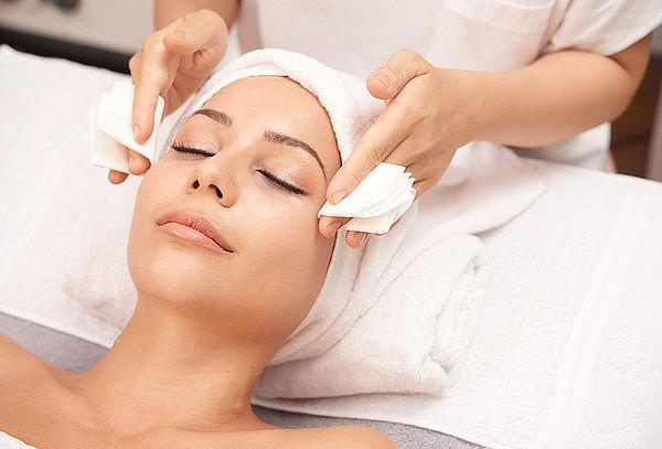 Uñas permanentes + Limpieza facial + masaje Relajación