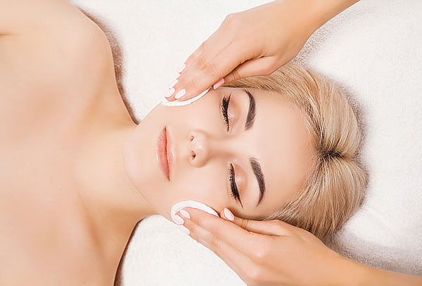 Limpieza facial simple con Vitamina C + Microdermoabrasión