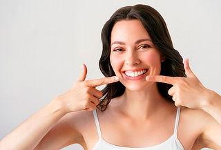 Carillas dentales en resina compuesta de alta estética