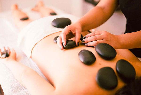 Masaje corporal + Piedras calientes para 1 o 2 personas