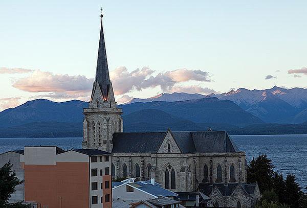 Pucón, Bariloche  y Termas 6 Noches,traslados, hotel y mas!