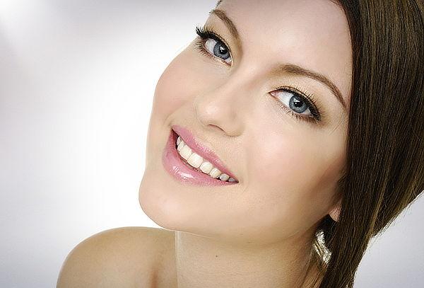 Luce tu Piel Radiante con Limpieza Facial Profunda.