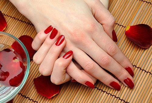 65% Manicure con Esmaltado Permanente + Spa + Baño parafina